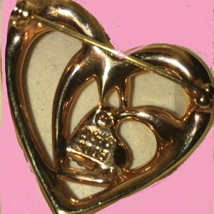 Swarovski Jewelry - Swarovski cristal Annual Edition Heart brooch.